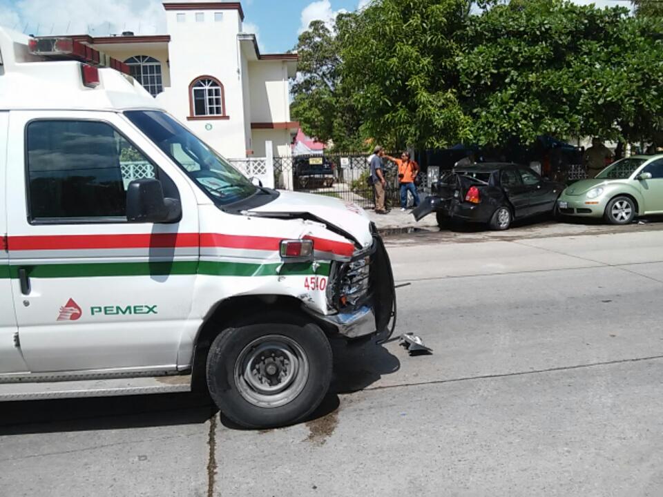 6 una ambulancia