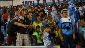 0911- Familia en el Estadio Tamaulipas