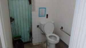 Los baños se encuentran en malas condiciones.