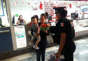 gendarmeria regala juguetes por el dia de reyes 1