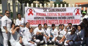 trabajadores-de-salud-trabajan-bajo-protesta-9
