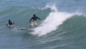 surfistas-en-playa-mirmar-ciudad-madero-1