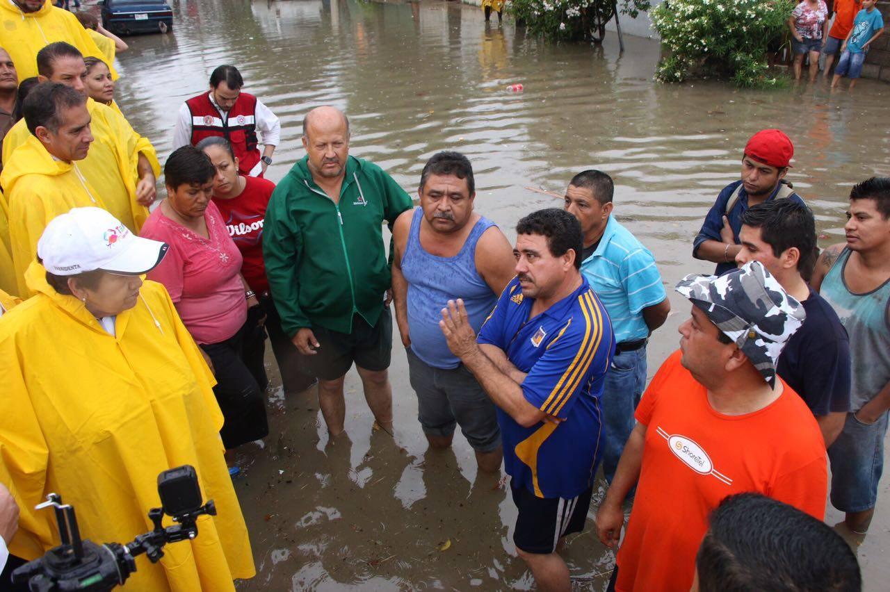 magda-peraza-recorre-calles-y-familias-afectadas-por-intensas-lluvias-jueves-3-de-noviembre-7