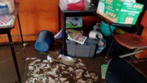 padres-de-familia-de-escuela-afectada-por-la-inundacion-piden-apoyo-4