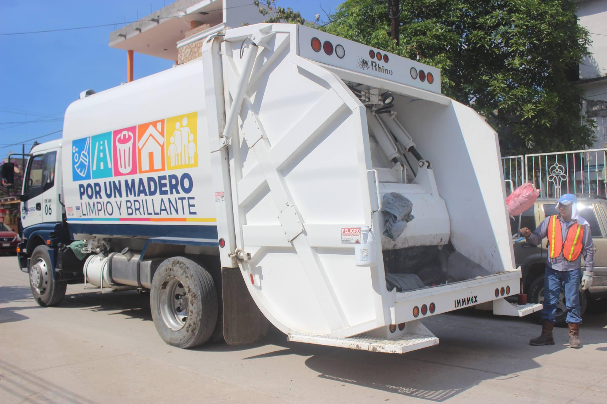trabajos-de-comapa-camion-recolector-cae-en-zanja-2